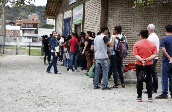 1.200 pessoas procuraram vagas de emprego para novo supermercado