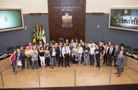 [17ª Sessão ordinária] Conservatório de Música recebe nome de Carlinhos Niehues