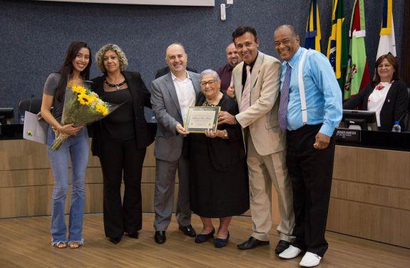24ª sessão ordinária -Câmara de Itajaí entrega homenagem à dona Hilda Molleri