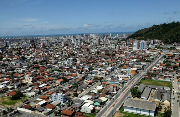 Abertura de novas empresas cresce mais de 70% em Itajaí