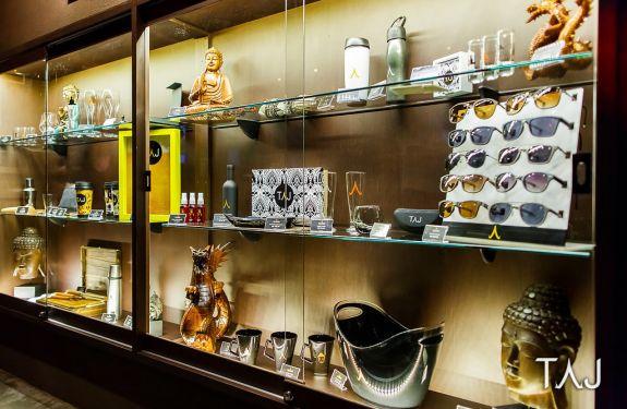 Abertura do verão e inauguração da TAJ Store agitam a orla catarinense