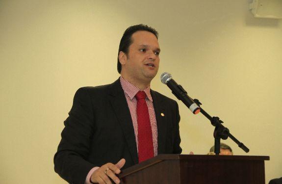 Advogado de Itajaí defende suspensão do aumento dos combustíveis