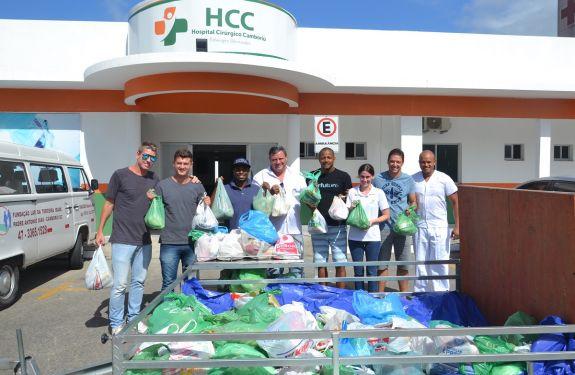 Alimentos arrecadados durante Pelada dos Amigos são entregues em Camboriú