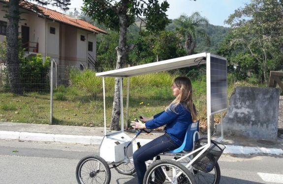 Alunos de BC constroem carrinhos movidos a energia solar
