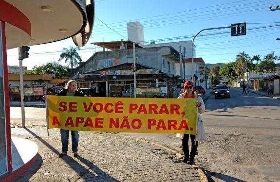 APAE de Camboriú realiza pedágio nesse sábado