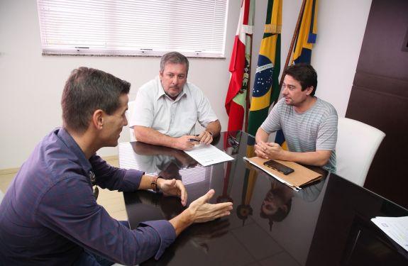Assinada ordem de serviço de vistorias de pontes em Itajaí