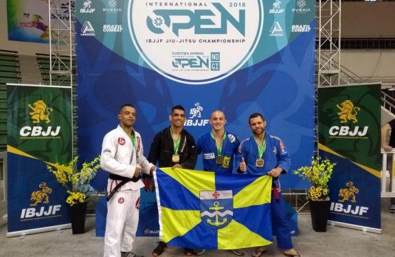 Itajaí: Atleta conquista medalhas em torneio internacional