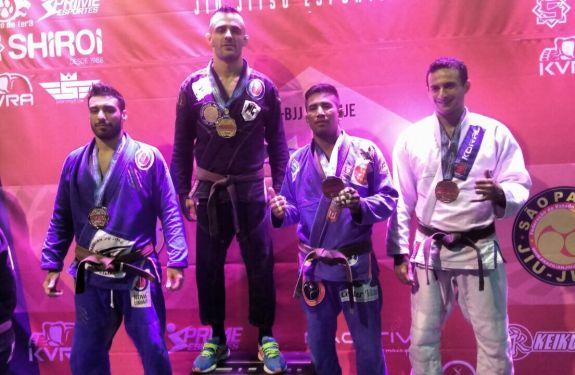 Atleta de Itajaí ganha ouro no mundial de Jiu-jítsu
