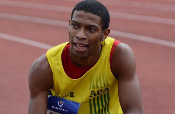 Atleta itajaiense é campeão mundial de atletismo
