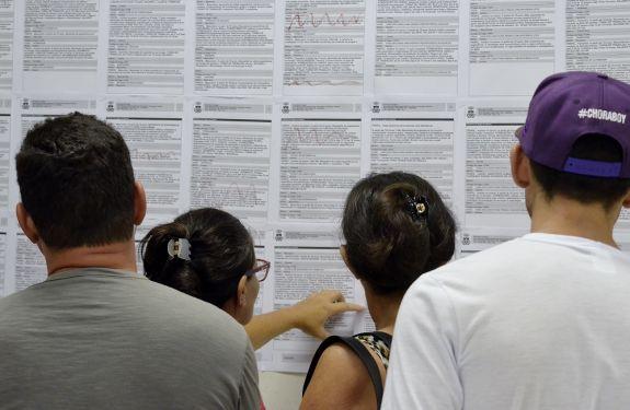 Balcão de Empregos inicia abril com vagas para recepcionista e auxiliar de marcenaria