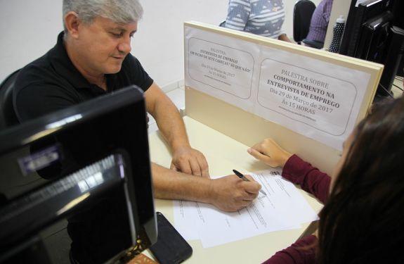 Balcão de Empregos oferece 174 vagas essa semana em Itajaí
