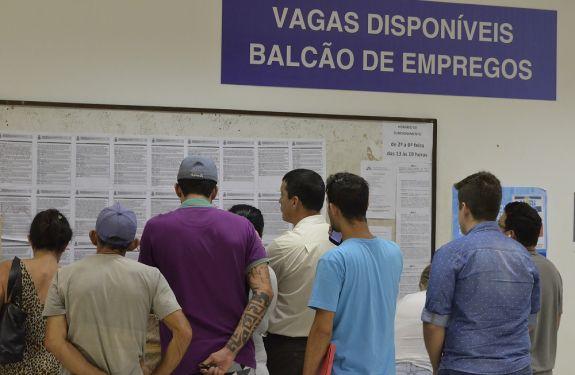 Balcão de Empregos oferece 235 vagas essa semana em Itajaí