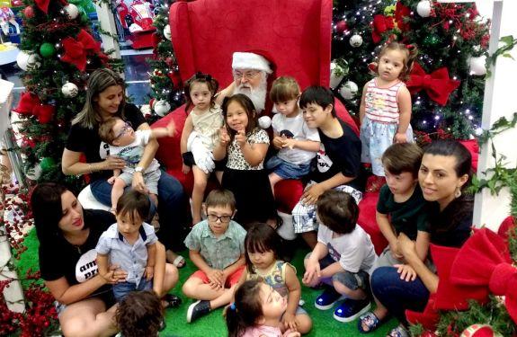 Balneário Shopping entrega presentes para 300 crianças