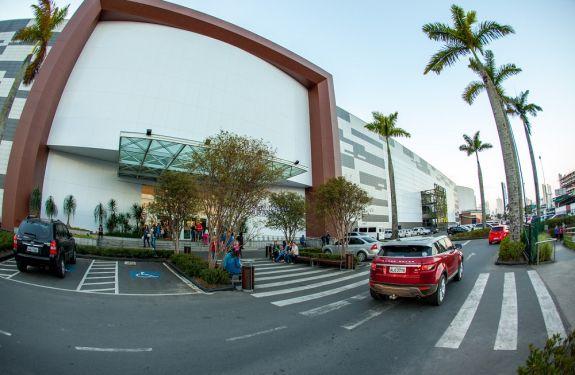 Balneário Shopping terá horário especial de Ano Novo