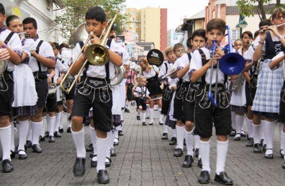 Bandas escolares estreiam nos palcos da 34ª Oktoberfest