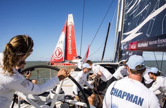 Barcos da Volvo Ocean Race disputam regata treino em Itajaí