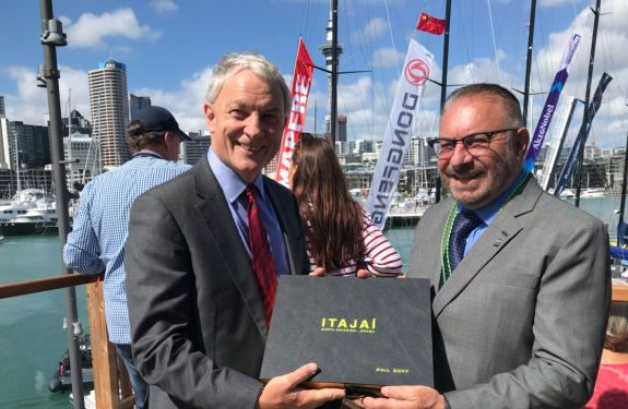 Barcos da Volvo Ocean Race largam de Auckland rumo a Itajaí
