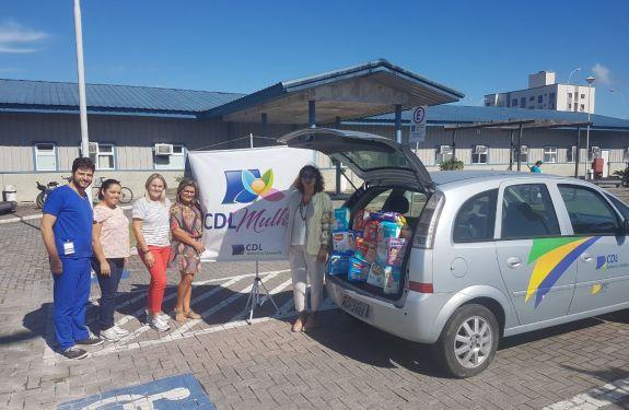 BC: CDL Mulher faz entrega de fraldas à maternidade do Hospital Ruth Cardoso