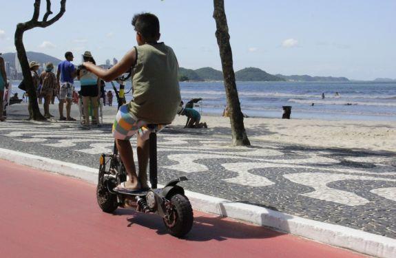 BC: Decreto regulamenta o uso de patinetes, bicicletas elétricas e ciclomotores
