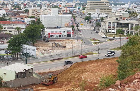 BC: Imóveis são demolidos para dar lugar a estruturação do Elevado da 4ª. Avenida