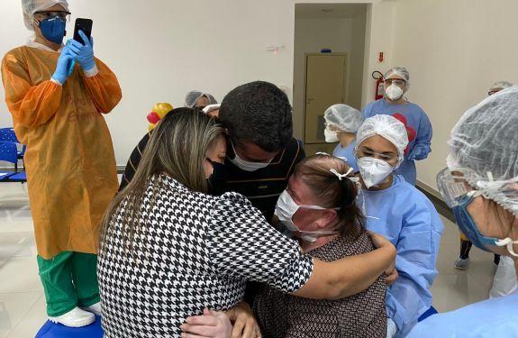 BC: Paciente tem alta do Centro Covid após 30 dias internada