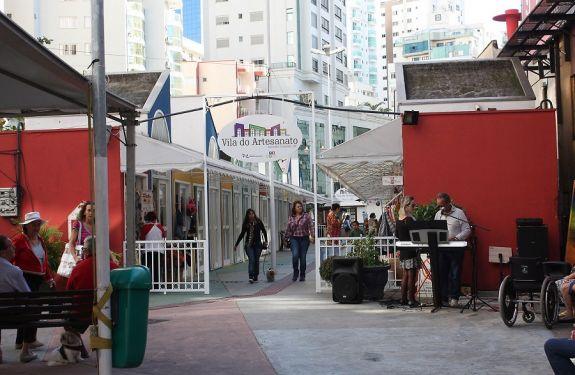 BC: Poesia e música são atrações da Praça da Cultura no sábado