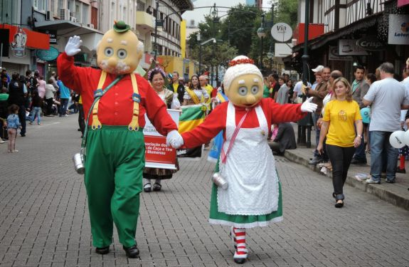 Blumenau terá tradicional desfile para celebrar 167 anos