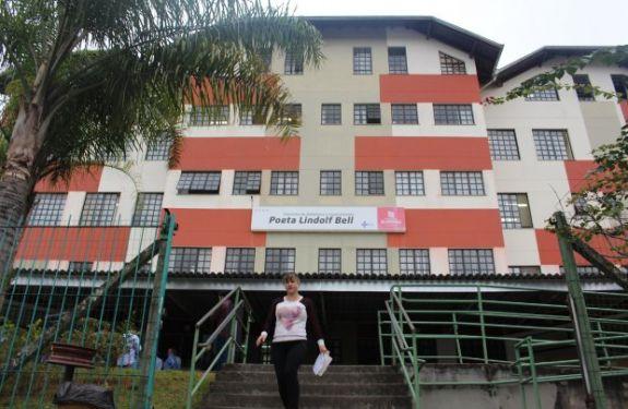 BNU: Prefeito assina contrato para reforma da Policlínica