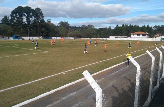 Camboriú FC faz dois gols, mas perde na estreia