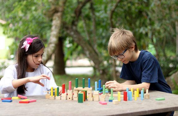 Brinquedos criativos e educativos incentivam aprendizado