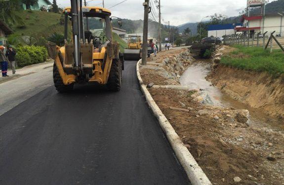 Brusque pavimenta mais de 15 ruas em parceria com a comunidade