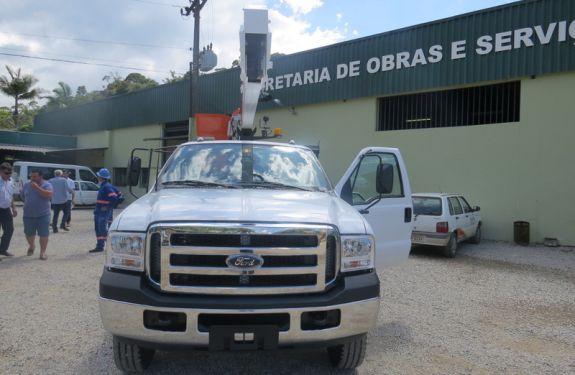 Brusque: Secretaria de Obras adquire novo veículo para auxiliar na Iluminação Pública