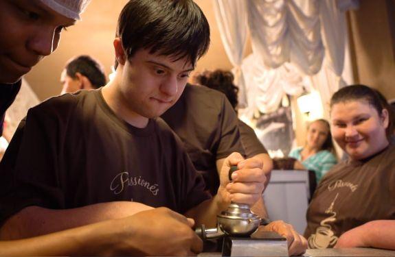 Cafeteria de Itapema realiza curso de barista para portadores de Síndrome de Down