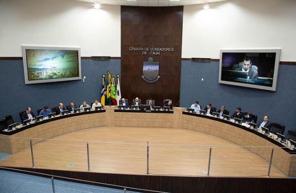 Câmara de Itajaí discute licenciamento de obras