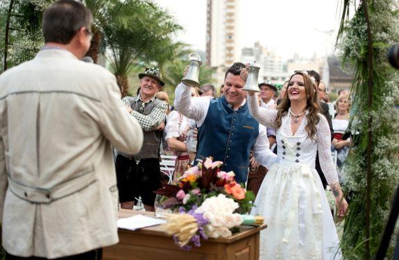 7a6f6c073d Casamento em estilo alemão movimenta Blumenau - Manchete do Vale