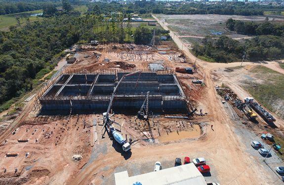 Casan realiza nova etapa de concretagem na ETE de Balneário Piçarras
