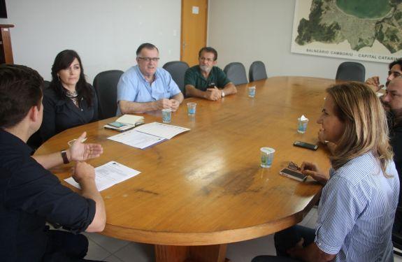 CDL reivindica demandas do comércio em reunião com prefeito de Balneário Camboriú