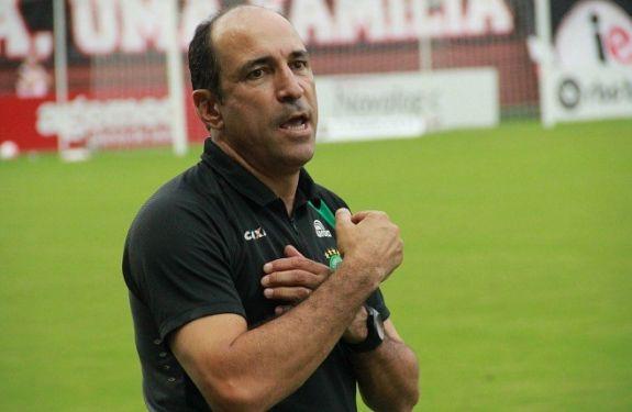 Chapecoense anuncia contratação do técnico Vinicius Eutrópio
