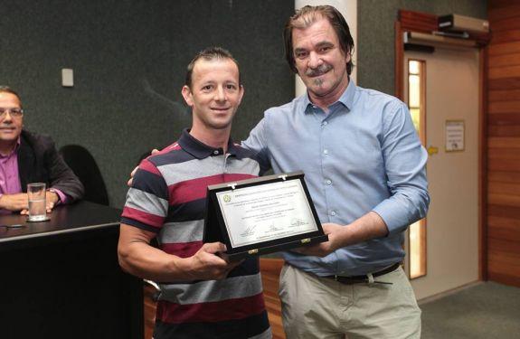 Ciclista de Itapema recebe prêmio Estadual
