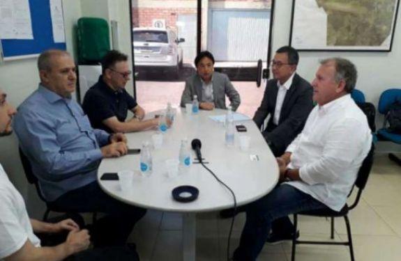 Com presença de Zico, Chape se reúne com presidente da Liga Japonesa em virtude da Copa Suruga