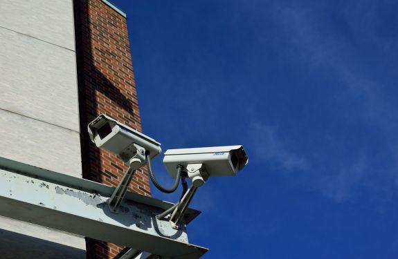 Comissão discute projeto de instalação de câmeras em escolas
