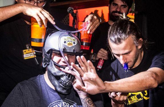 Competição do Didge BC busca os bebedores de cerveja mais rápidos da região