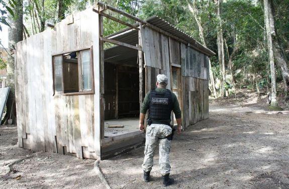 Construção irregular foi demolida no Bairro da Barra