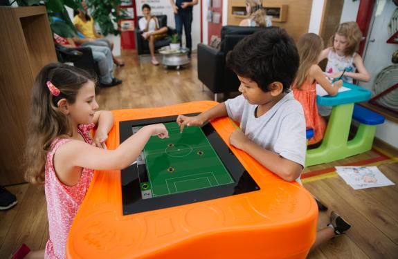 Copa do Mundo: startup catarinense lança versão virtual do clássico Futebol de Tampinhas