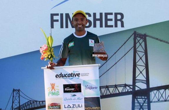 Corredor de Camboriú vence a Meia Maratona de Florianópolis