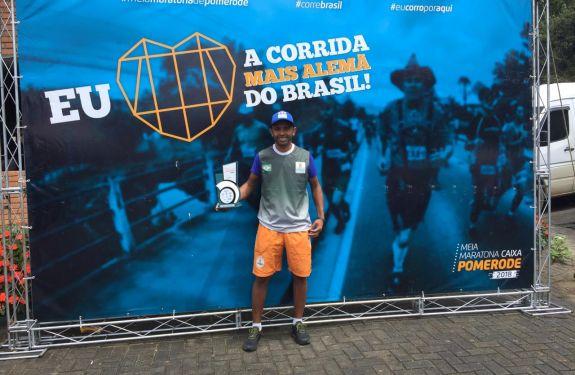 Corredor de Camboriú vence prova da Meia Maratona de Pomerode