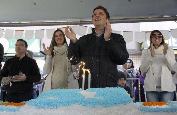Corte de Bolo de 53 metros marca o aniversário de Balneário Camboriú