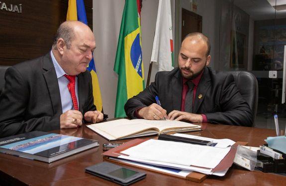 Cristiano Klaus Fischer assume como vereador de Itajaí