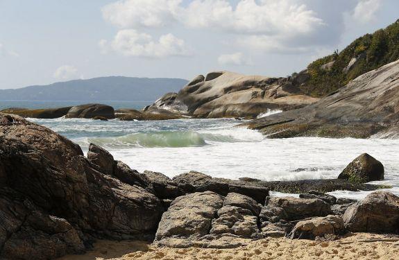 Cursos d'água nas praias do Estaleiro e Estaleirinho são vistoriados