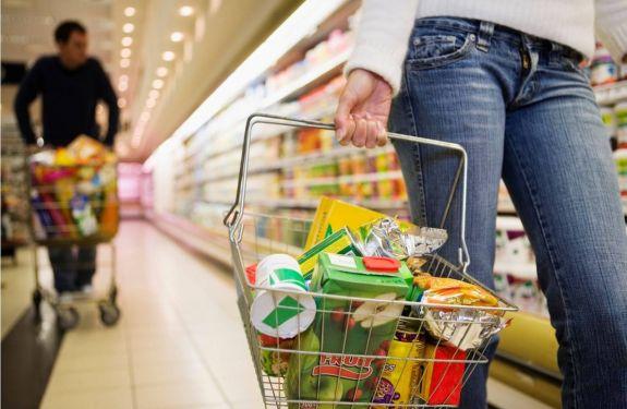 Decreto permite funcionamento dos supermercados aos domingos em todo o País